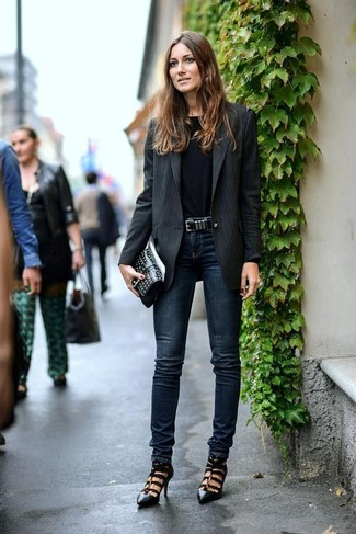 How to wear: black cutout leather pumps, navy skinny jeans, black long sleeve t-shirt, black vertical striped blazer