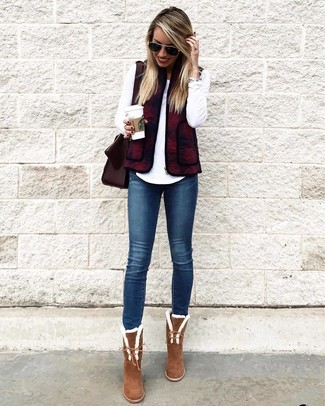 How to wear: brown suede ankle boots, navy skinny jeans, white long sleeve t-shirt, burgundy gilet