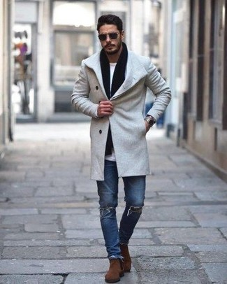 How to wear: brown suede chelsea boots, blue ripped skinny jeans, white long sleeve t-shirt, grey overcoat