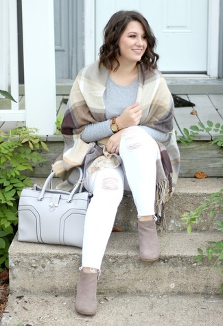 How to wear: grey suede ankle boots, white ripped skinny jeans, grey long sleeve t-shirt, tan plaid shawl