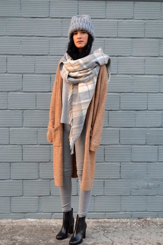 How to wear: black leather ankle boots, grey skinny jeans, grey oversized sweater, camel knit coat