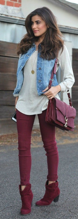 How to wear: burgundy suede ankle boots, burgundy skinny jeans, grey oversized sweater, blue denim vest