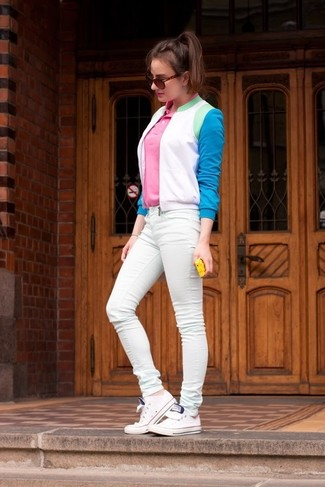 How to Wear a Hot Pink Polo For Women: For a seriously stylish look without the need to sacrifice on comfort, we like this combination of a hot pink polo and mint skinny jeans. A pair of white low top sneakers is the glue that ties this getup together.