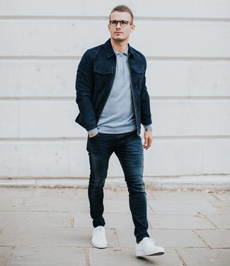 How to wear: white low top sneakers, navy skinny jeans, light blue polo neck sweater, navy suede shirt jacket
