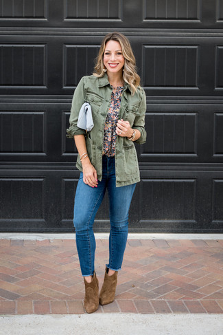 How to wear: brown suede ankle boots, blue ripped skinny jeans, navy floral short sleeve blouse, olive military jacket