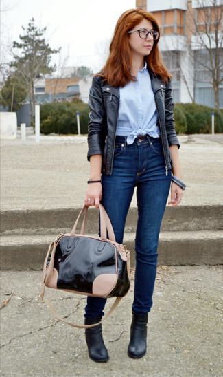 How to wear: black leather ankle boots, navy skinny jeans, light blue short sleeve button down shirt, black leather biker jacket