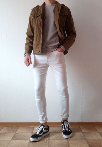 How to Wear White Skinny Jeans For Men: Dress in a brown military jacket and white skinny jeans for comfort dressing with a modern twist. When in doubt about what to wear on the footwear front, stick to black and white canvas low top sneakers.
