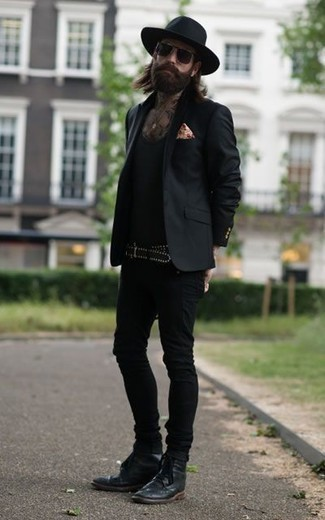 How to Wear a Black Blazer For Men: Rock a black blazer with black skinny jeans to assemble an interesting and current off-duty outfit. Go ahead and introduce black leather brogue boots to the mix for a dose of elegance.