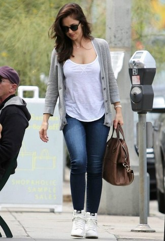 How to wear: white leather high top sneakers, navy skinny jeans, white tank, grey cardigan