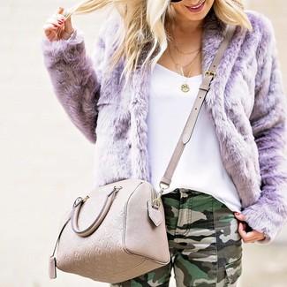 How to wear: beige leather crossbody bag, dark green camouflage skinny jeans, white tank, light violet fur jacket