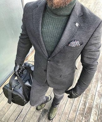 How to wear: olive suede chelsea boots, grey skinny jeans, dark green turtleneck, grey wool blazer