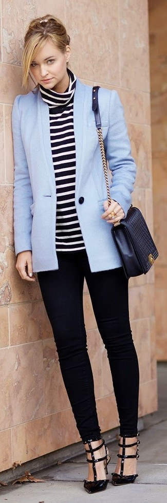 Women's Looks & Outfits: What To Wear In 2020: If you gravitate towards off-duty style, why not opt for this combo of a light blue blazer and black skinny jeans? Feeling adventerous? Spice things up by finishing off with a pair of black leather pumps.