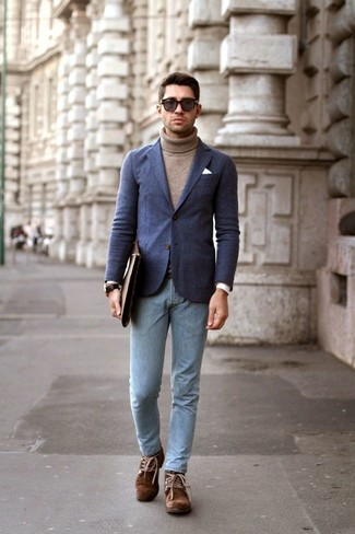 How to wear: brown suede desert boots, light blue skinny jeans, brown turtleneck, navy wool blazer