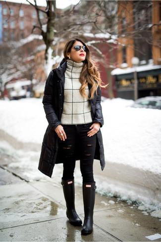 How to wear: black rain boots, black ripped skinny jeans, beige wool turtleneck, black puffer coat