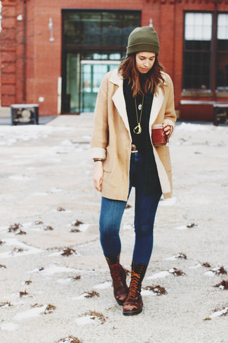 How to wear: dark brown leather lace-up flat boots, blue skinny jeans, black turtleneck, beige shearling coat