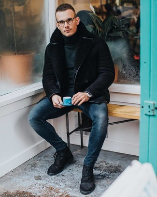 How to wear: black suede casual boots, navy skinny jeans, dark green turtleneck, black shearling jacket