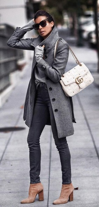 How to wear: tan suede ankle boots, black skinny jeans, grey v-neck sweater, grey coat