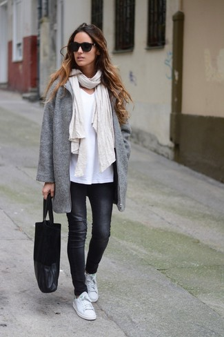 How to wear: white leather low top sneakers, black skinny jeans, white v-neck t-shirt, grey coat