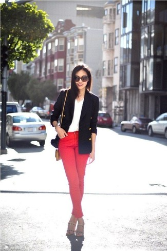 How to wear: beige leather heeled sandals, red skinny jeans, white v-neck t-shirt, navy double breasted blazer