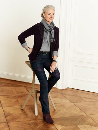 How to wear: burgundy suede ankle boots, navy floral skinny pants, grey crew-neck sweater, burgundy blazer