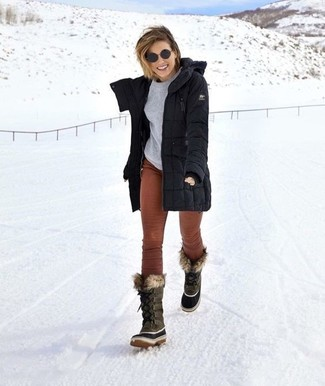 How to Wear Brown Skinny Pants: A black parka and brown skinny pants teamed together are such a dreamy getup for those dressers who prefer cool chic styles. Finishing off with a pair of grey snow boots is a surefire way to introduce an air of casualness to your outfit.