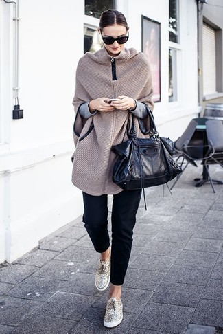 How to wear: gold low top sneakers, black skinny pants, grey crew-neck sweater, beige knit poncho