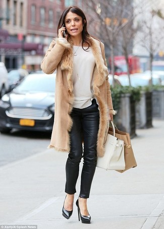 How to wear: black leather pumps, black leather skinny pants, white crew-neck sweater, tan shearling coat
