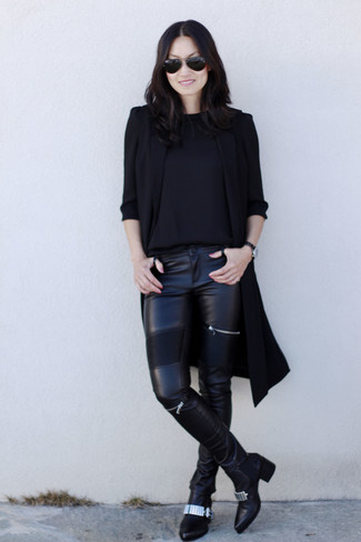 How to wear: black embellished leather ankle boots, black leather skinny pants, black crew-neck sweater, black sleeveless coat