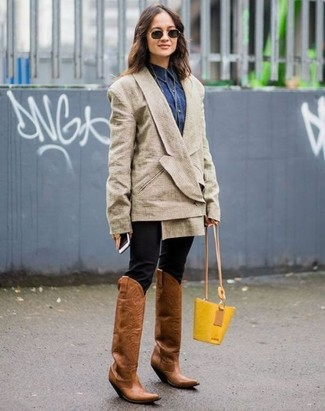 How to Wear Brown Leather Cowboy Boots For Women: Wear a beige double breasted blazer with black skinny pants to pull together a stylish look. Bump up the appeal of this look by slipping into a pair of brown leather cowboy boots.