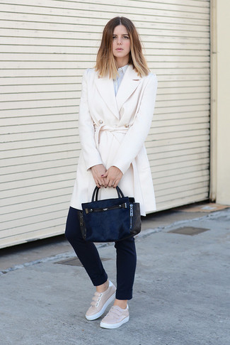 How to wear: beige leather slip-on sneakers, black skinny pants, light blue vertical striped dress shirt, white coat
