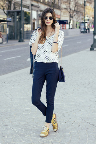 How to wear: gold leather low top sneakers, navy skinny pants, white and black polka dot short sleeve blouse, blue denim jacket
