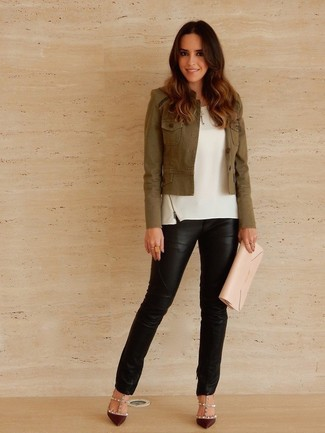 How to Wear a White Sleeveless Top: Why not choose a white sleeveless top and black leather skinny pants? These items are totally comfortable and look wonderful when teamed together. Jazz up your look with a sleeker kind of shoes, like these burgundy leather pumps.