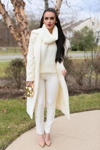 How to wear: beige leather pumps, white skinny pants, beige knit wool turtleneck, beige coat