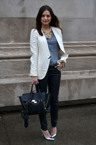 How to wear: silver leather pumps, black skinny pants, grey v-neck t-shirt, white blazer