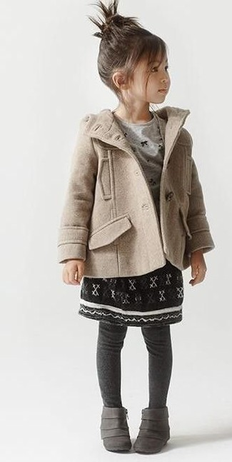 How to wear: grey boots, black skirt, grey long sleeve t-shirt, beige coat
