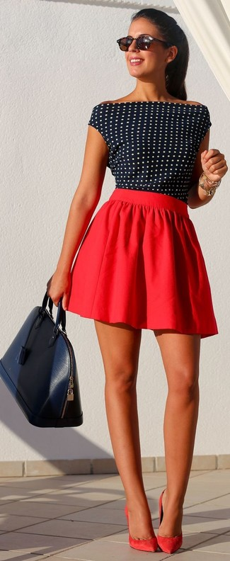 A navy and white polka dot shell top and a red pleated skirt are great essentials to incorporate into your current wardrobe. Spruce up this outfit with red suede pumps. The comfort and simplicity of this combination takes care of the heat and helps you make a ravishing statement wherever you go.