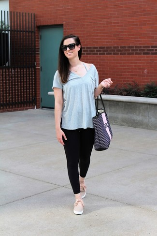 How to wear: navy print leather tote bag, pink slip-on sneakers, black leggings, grey v-neck t-shirt