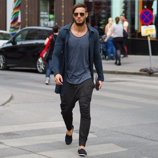 How to wear: black canvas espadrilles, dark brown sweatpants, charcoal crew-neck t-shirt, charcoal cardigan