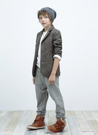 How to wear: brown boots, grey sweatpants, white long sleeve t-shirt, grey blazer