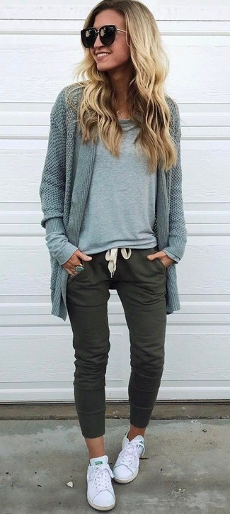 How to wear: white canvas low top sneakers, olive sweatpants, grey long sleeve t-shirt, grey open cardigan