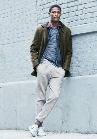 How to Wear a Blue Denim Jacket For Men: A blue denim jacket and an olive parka are absolute menswear essentials that will integrate wonderfully within your off-duty routine. White and navy leather low top sneakers work amazingly well with this look.