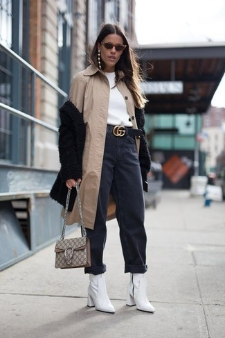 How to wear: black boyfriend jeans, white sweatshirt, black fur coat, beige raincoat