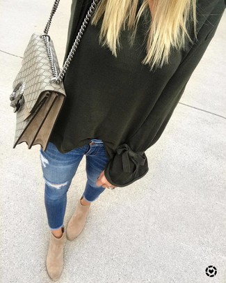 How to wear: beige print canvas satchel bag, tan suede ankle boots, blue ripped skinny jeans, dark green oversized sweater