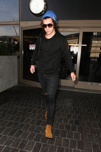 How to wear: blue beanie, tan suede chelsea boots, black skinny jeans, black hoodie