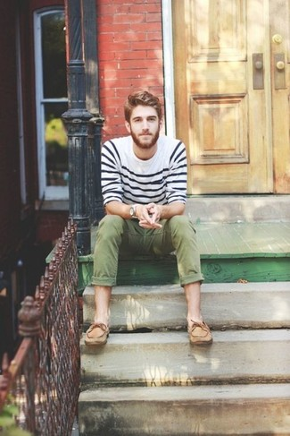 How to wear: tan leather boat shoes, olive chinos, white and navy horizontal striped crew-neck sweater