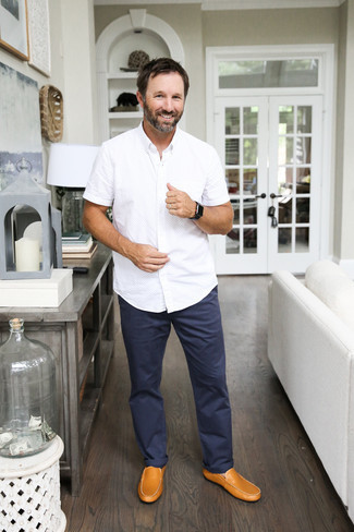 Men's Looks & Outfits: What To Wear In 2020: A white short sleeve shirt and navy chinos are a good combination worth integrating into your off-duty styling rotation. A pair of tan leather driving shoes is a good idea to complement this outfit.