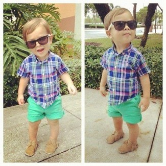 How to wear: tan loafers, green shorts, blue short sleeve shirt