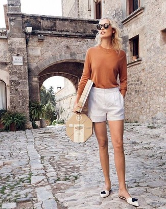 Dress in a nude long sleeve t-shirt and white shorts to effortlessly deal with whatever this day throws at you. White leather mules will instantly smarten up even the laziest of looks.