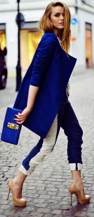 How to wear: blue leather clutch, tan leather pumps, white and blue skinny pants, blue coat