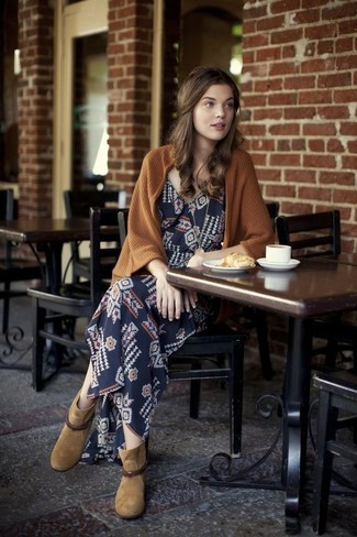 How to wear: tan suede ankle boots, navy geometric maxi dress, brown open cardigan